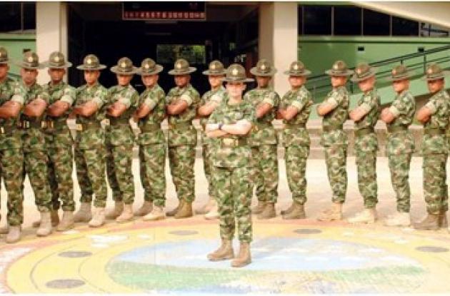 Se graduó primera mujer del curso de instructor básico   EL ...