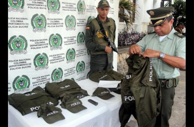 """Las autoridades informaron que las vestimentas pretendían ser utilizados por delincuentes que integran la banda criminal de alias """"Don Mario"""", para cometer atentados contra personalidades en la subregión del Golfo de Morrosquillo."""