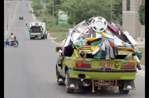 Ante la situación de recesión económica, muchos se las ingenian para ofrecer productos en la ciudad y zonas rurales de Sincelejo. Solo queda echar una mirada a la fotografía.