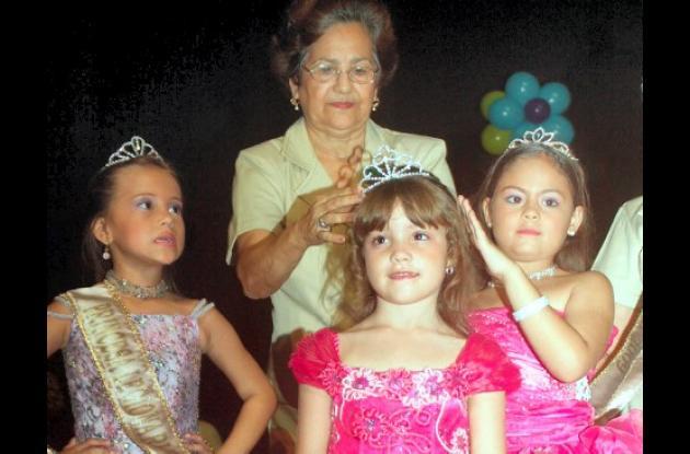 Diana Carolina Caballero Granados cuando era coronada como Mini Niña Legionaria 2009.