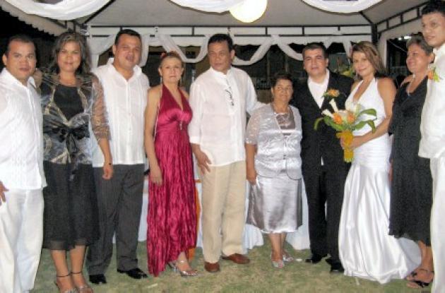 Alfredo Jr., Xiomara y Dino Gutiérrez, Luz Mery Muskus, Alfredo Gutiérrez, Fabiola Morales, los recién casados, Rubén Rojas Morales y María Victoria Gutiérrez; Victoria y Walfredo Gutiérrez.