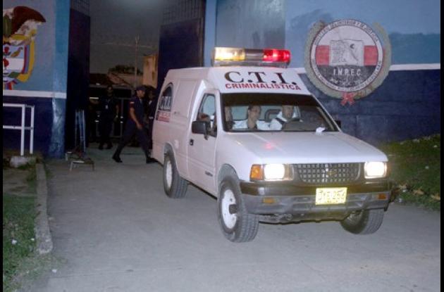 El cuerpo de Guido Segundo Caro Tovar fue llevado a la Morgue del Hospital Universitario de Sincelejo por funcionarios del CTI de la Fiscalía, quienes realizaron la inspección del cadáver.