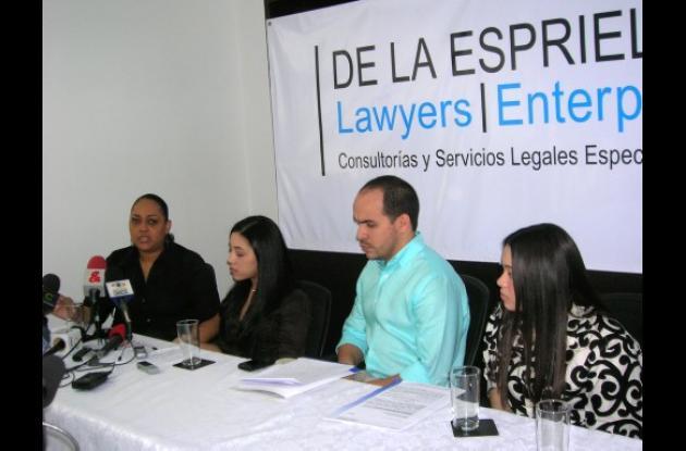 Adela Arroyo, Nayalive Arroyo, Abelardo de la Espriella, y Eykol Arroyo.