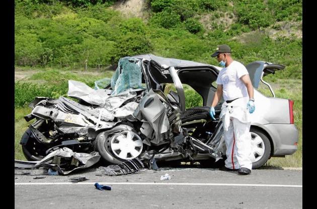 Destruido quedó el vehículo donde iba la familia Rodríguez Sandoval.