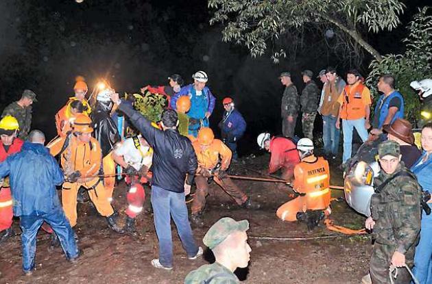 10 personas muertas y nueve heridas es el saldo del accidente ocasionado al caer