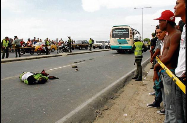 El fatal accidente ocurrió ayer, a las 3 de la tarde, en la Avenida Santander, f