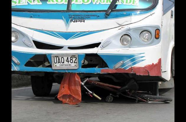 El ciclista fue arrollado por una buseta de la ruta Ternera.