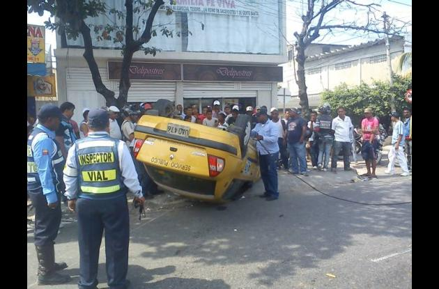Se accidenta taxi en la Crisanto Luque
