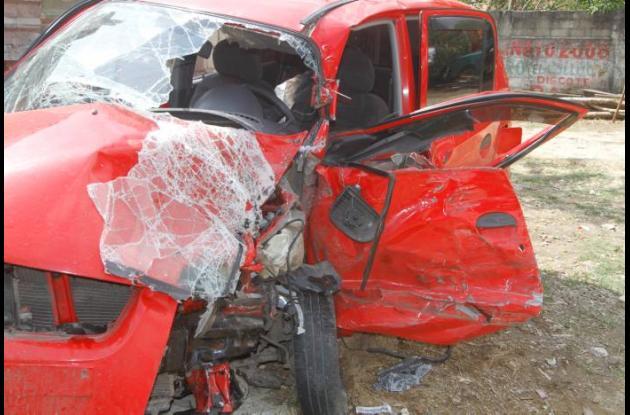 El vehículo Hyundai quedó destruido.