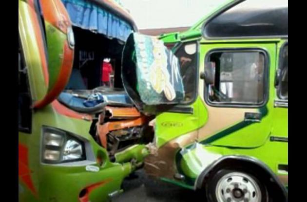 Accidente de tránsito entre dos busetas en Cartagena.
