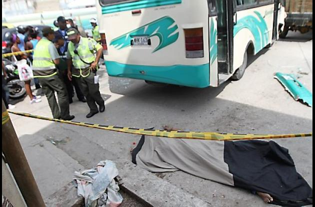 Conductor de buseta atropella a una señora en Cartagena.