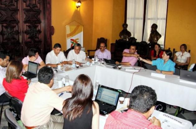 Bolívar analiza Plan Departamental de Agua.