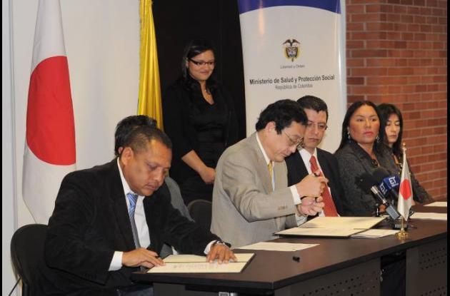 El acuerdo fue suscrito por el embajador de Japón, Kazumi Suzuki y el gerente de