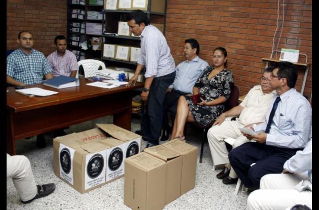 En la mañana de este jueves se cumplió la audiencia de adjudicación del chance en Sucre.