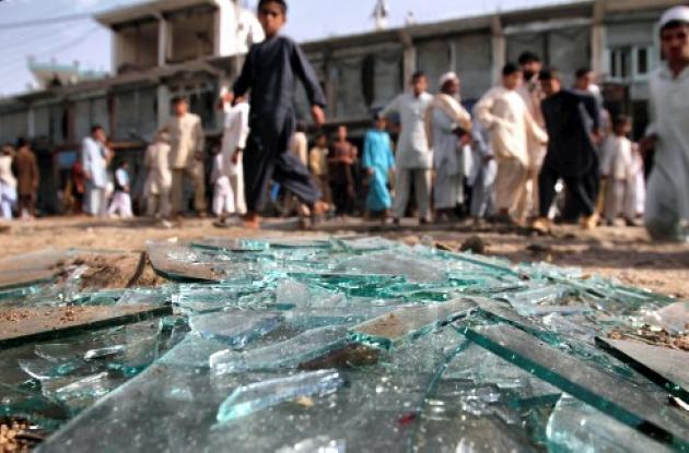 Una bomba colocada en Khakrez mató a 16 personas.