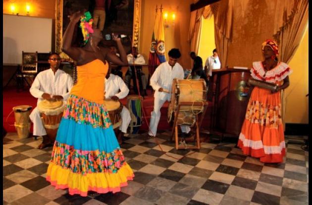 Presentación artística de artistas afrodescendientes en el Salón Amarillo del Pa