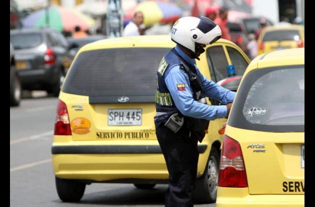 Agentes de tránsito en vías de Cartagena
