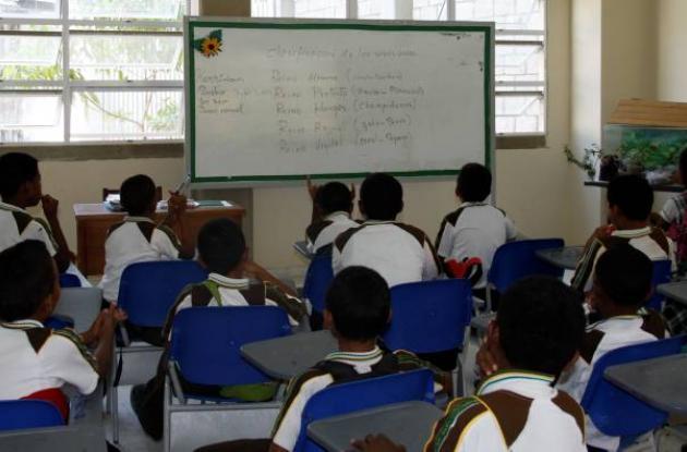 Denuncia agresiones a docentes en colegio.