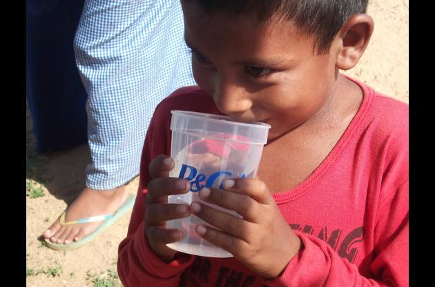 Los niños son los más afectados por consumir agua en mal estado.