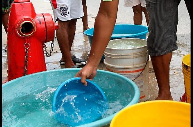 Recoja agua. Mañana el 60% de la ciudad se quedará sin el servicio.