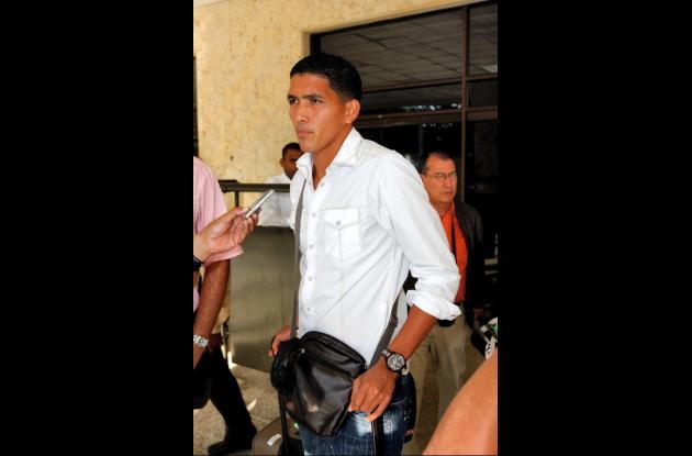 Edwin Aguilar a su llegada a Cartagena.
