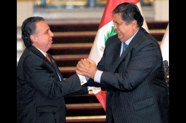 Alan García, presidente de Perú, presidió la firma del TLC con México.