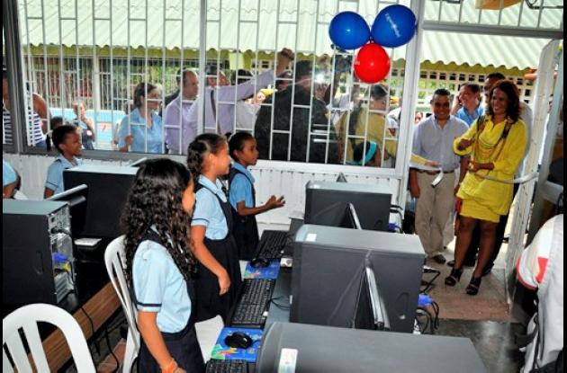 Más de cinco mil estudiantes entran a la era de la tecnología.