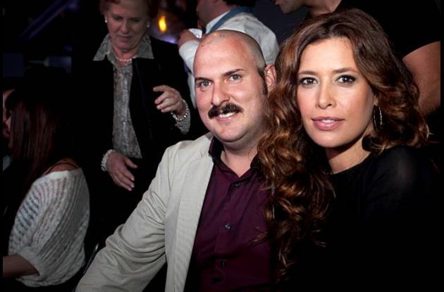 Angie Cepeda junto a Andrés Parra, que interpreta a Pablo Escobar en la serie.
