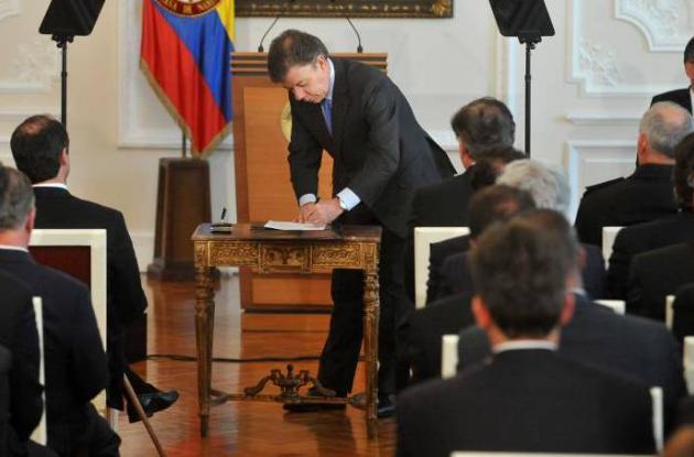 El presidente Juan Manuel Santos sancionó la Ley Antitrámites.