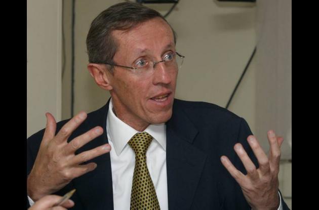 Antonio Navarro Wolf,  actual secretario Gobierno de Bogotá.