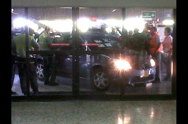 Mujer bloqueó aeropuerto Ernesto Cortizzos de Barranquilla