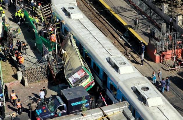Accidente de trenes y bus en Argentina.