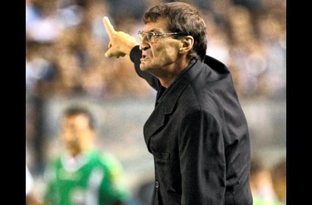 Falcioni sacó a Riquelme del Boca.