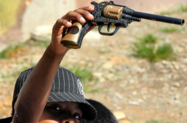 Armas por dinero en El Salvador