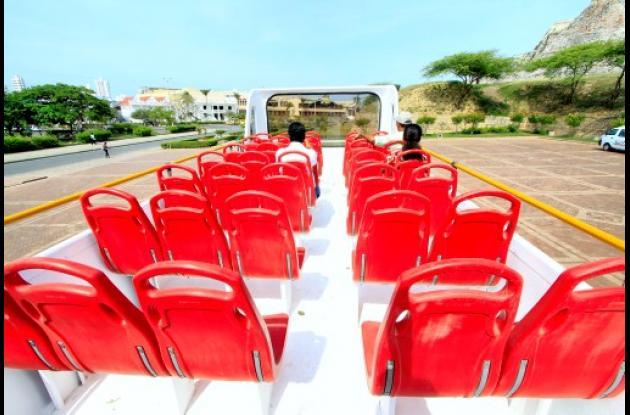 Bus de turismo diseñado y fabricado por una empresa colombiana.
