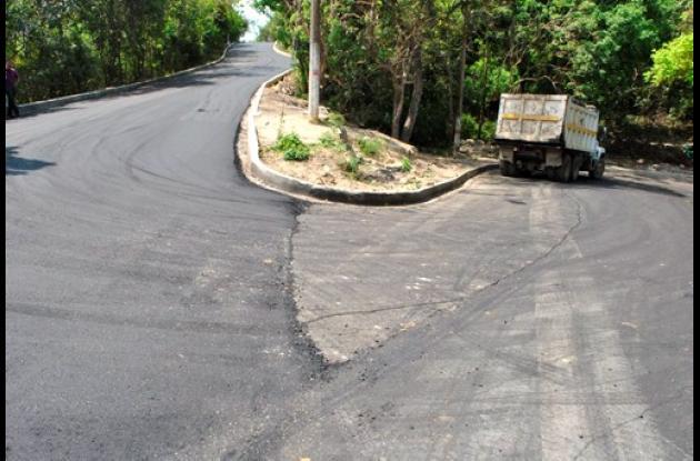 Pavimentación de vía principal al convento Santa Cruz de la Popa.