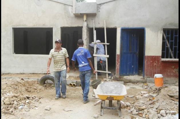 Reconstruyen aulas en la Institución Educativa Benkos Biohó.