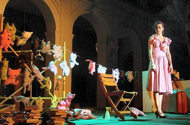 Aurora es una obra que busca crear conciencia sobre el papel de la mujer.