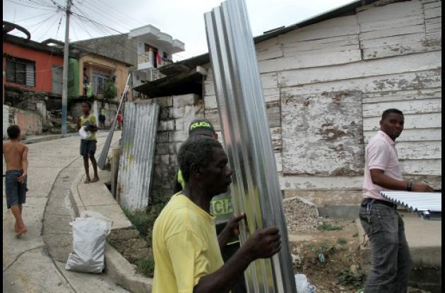 Ciudadanos reciben ayudas