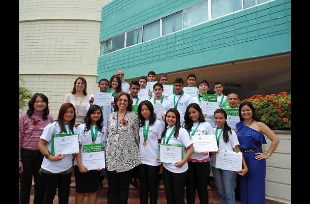 Entregan becas Premio a la Excelencia y Talento Caribe de la UTB