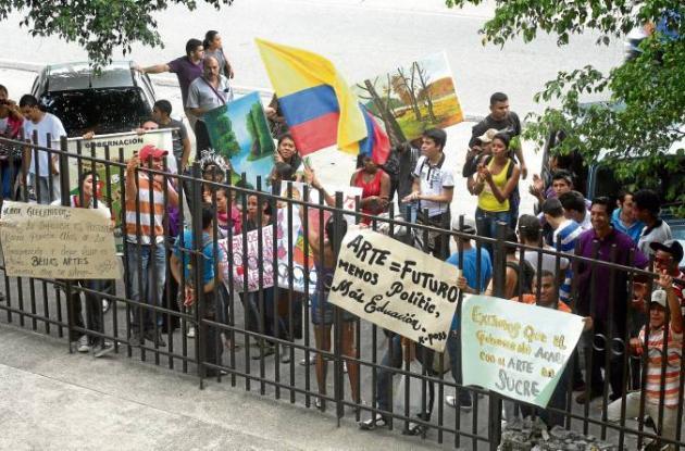 Estudiantes de Bellas Artes protestaron para pedir más recursos para la escuela.