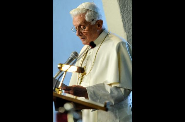 Benedicto XVI se conduele de accidente en Chile