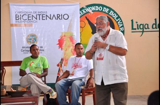 El Bicentenario se acerca a los estudiantes.