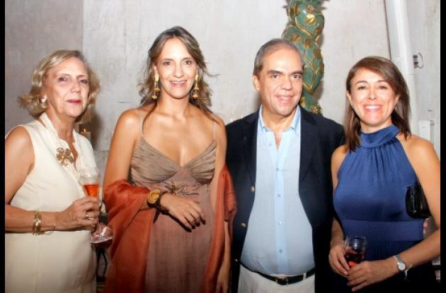 Miriam Valencia, Julia Bravo, Germán Quintana y Patricia Fajardo.