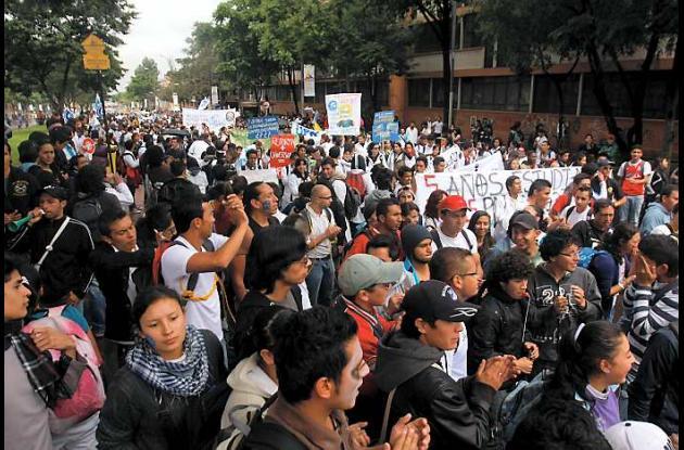 En Bogotá los estudiantes marcharon pacíficamente para protestar contra la refor
