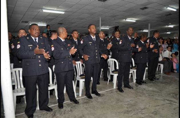 Los bomberos de Cartagena estrenaron uniforme de gala.