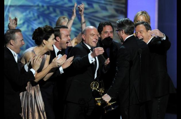 Elenco de Breaking Bad celebrando el premio.