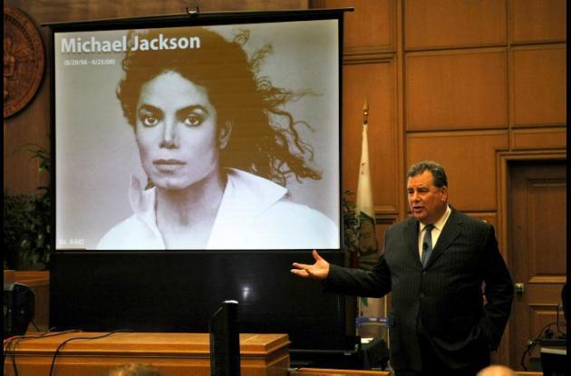 Jurado llega a veredicto contra promotora de Michael Jackson.