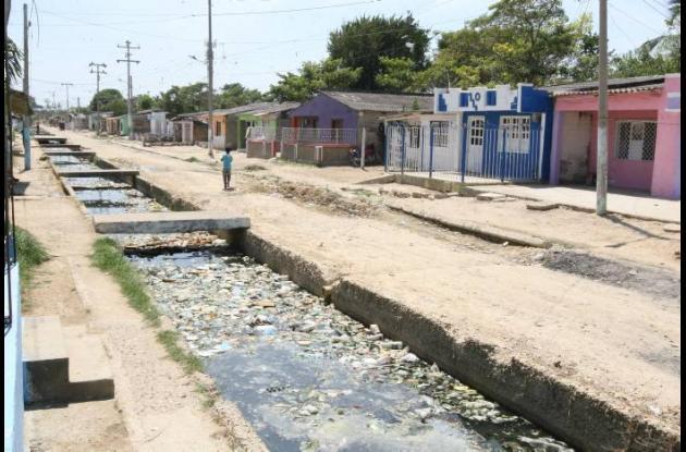 Canal Las Maravillas, foco de contaminación del barrio.