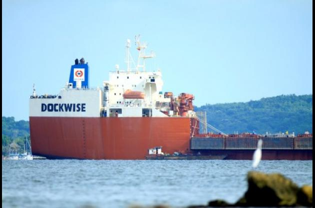 El hundimiento controlado del buque Transporter puede tardar cuatro horas. El pr